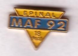 F175 Pin's Vosges Épinal MAF Architecte Assurance Version Cartouche Fond Bleu Clair Achat Immediat - Villes