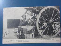 Carte Postale Guerre 1914/18 Soldats Algériens Dissimulés Derrière Une Voiture - War 1914-18