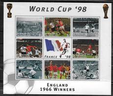 SAINT VINCENT  Feuillet  N° 3169/76  * *  ( Cote 10e )  Cup 1998 Football  Soccer Fussball - 1998 – France