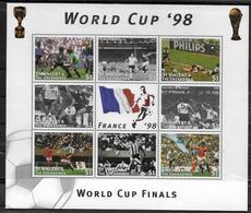 SAINT VINCENT  Feuillet  N° 3195/02  * *  ( Cote 10e )  Cup 1998 Football  Soccer Fussball - 1998 – France
