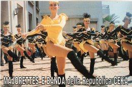 MAJORETTES E BANDA Della Repubblica CEKA - FOTOGRAFIA - Cm. 17,8 X 11,8 - Danza