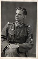 Carte Photo Originale Guerre 1939/45 - Portrait De Soldat Allemand En Studio Vers 1940 - Krieg, Militär