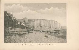Ault Le Casino Et La Falaise - Ault