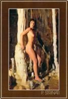 Superbe Jeune Femme Nue Debout Dans Une Grotte Par P.Strinati Heliotex à Bernex - Nudi Artistici (1960-…)