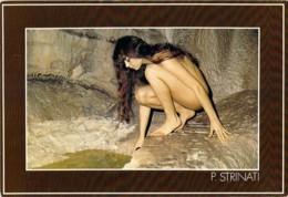 Superbe Jeune Femme Nue Accroupie Dans Une Grotte Par P.Strinati Heliotex à Bernex - Nudi Artistici (1960-…)