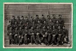 Photographie Datée 1949 Infanterie Coloniale ? Indochine ?  ( Format 11,5cm X 17,4cm ) Coins  Abimés Voir Scans - Krieg, Militär