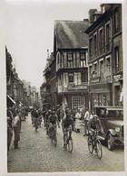 Photo : Tour De France, 1929, Caen-Cherbourg -Les Louvet à Bayeux, Hotel De Luxembourg - Sporten