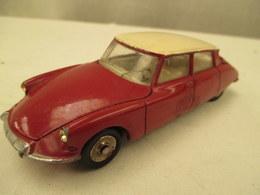 Miniature Voiture   Au 1/43 Em DINKY TOYS Citroen D S 19 Peinture  Rouge - Jouets Anciens