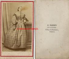 CDV-femme Robe à Carreaux-photo Barrès Rue De Richelieu à Paris - Old (before 1900)