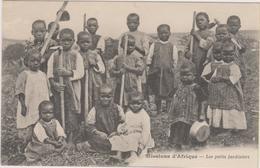 MISSIONS D'AFRIQUE - LES PETITS JARDINIERS - Nombreux Enfants - Cartes Postales