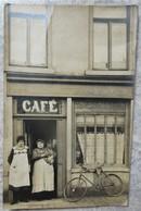 CP Animée Café - Cabaret - Cafés