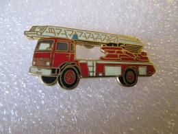 PIN'S   POMPIERS   CAMION GRANDE ECHELLE  Email Grand Feu  TABLO - Feuerwehr