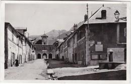MONTDAUPHIN - Alt. 1050 M - Porte D'Entrée Et Fontaine Des Quatre-coins - CPSM PF - Other Municipalities
