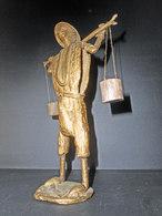BEAU PORTEUR D'EAU AFRICAIN DU BÉNIN EN BRONZE A LA CIRE PERDUE, DÉCO OU VITRINE - Bronzes