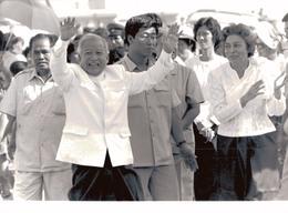 PHOTO PRESSE 18X24 / PHNOM PENH - LE PRINCE NORODOM SIHANOUK - Photos
