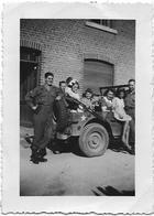 AYWAILLE - LIBERATION : Jeep Et Soldats U.S. Avec Des Civils - Guerre, Militaire