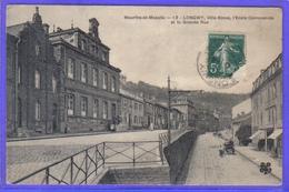 Carte Postale 54. Longwy Ville Basse  L'école Communale Et La Grande Rue    Très Beau Plan - Longwy