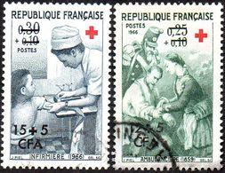 Réunion Obl. N° 370 Et 371 - Croix Rouge - Ambulancière Et Infirmier - Réunion (1852-1975)