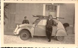 Automobile, 2 CV Citroen, Animations, Skis, Lot De 2 Photos, 1955   (bon Etat)  Dim : 11.5 X 7. - Cars