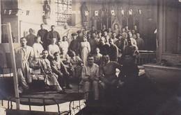AK Foto Deutsche Soldaten Mit Krankenschwestern  In Lazarett In Kirche - 1917  (48676) - Guerre 1914-18