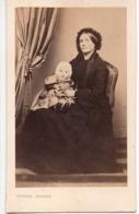 Bébé Fillette C.1860 Avec Maman Photo Cdv - DEJONGE  A ANGOULEME - Fotos