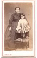 Garçonnet Ou Fillette C.1870 Avec Maman Photo Cdv - D FELLOT  A ANGOULEME - Fotos