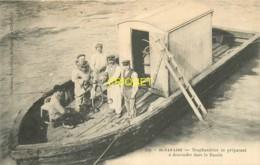 44 St Nazaire, Scaphandrier Se Préparant à Descendre Dans Le Bassin, Belle Carte - Saint Nazaire
