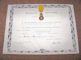 """Ancien Diplôme Avec Sa Médaille...  """" Combattant Volontaire De La Résistance """"  .. - Francia"""