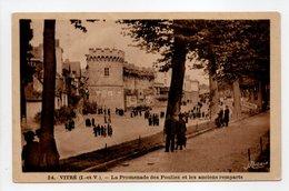 - CPA VITRÉ (35) - La Promenade Des Poulies Et Les Anciens Remparts (belle Animation) - Edition Nozais N° 24 - - Vitre
