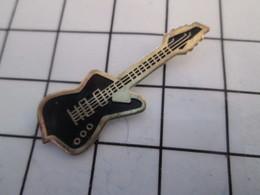 816a Pin's Pins / Beau Et Rare / THEME : MUSIQUE / GUITARE ELECTRIQUE NOIRE ROCK - Musique