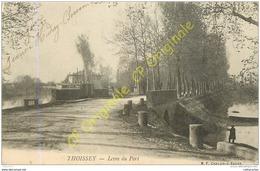 01.  THOISSEY .  Levée Du Port . - Andere Gemeenten