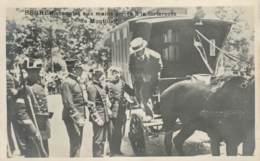 MR FERRER MENOTES AUX MAINS ARRIVE A LA FORTERESSE DE MONTJUICH EN ESPAGNE - Manifestations
