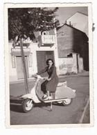 """MOTO SCOOTER - """" LAMBRETTA """" - SCOOTER - DONNA - FOTO ORIGINALE - Automobili"""