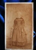 Photo CDV Anonyme  Femme Portant Une Coiffe  Sec. Empire  CA 1870 - L492 - Anciennes (Av. 1900)