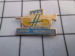 816a Pin's Pins / Beau Et Rare / THEME : MUSIQUE / TROMPETTE L'AVENIR D'HAGONDANGE FANFARE ORCHESTRE 1922 1992 - Musique