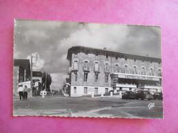 CPA 85 SAINT JEAN DE MONTS ARRIVEE A LA PLAGE HOTEL VOITURES ANCIENNES - Saint Jean De Monts