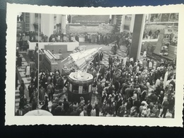 4 PHOTOS + CARTE POSTALE SPOUTNIK II PAVILLON U.R.S.S. EXPOSITION UNIVERSELLE INTERNATIONALE  BRUXELLES 1958 BELGIQUE - Expositions