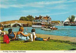 Postcard - The Bridge, Potter Heigham, Norfolk Broads - Card No.2ds68  Unused  Very Good - Sin Clasificación