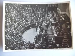 Photo De Presse 1930 La Chambre Des Députés M. STEEG Lit La Déclaration Ministérielle - Orte