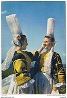 CPM..29..UNE DERNIERE MAIN A LA COIFFE BIGOUDENE - Costumes