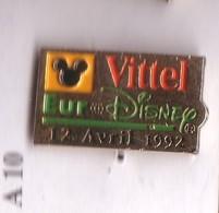 F201 Pin's Vosges Vittel Version Eaf Signé Disney Espace Entre Euro Et Disney Achat Immédiat - Disney