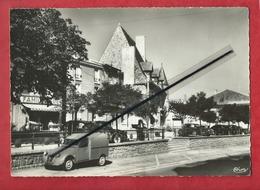 CPSM Grand Format - La Pacaudière - Loire) - La Grande Place  -( Citroën 2cv , Auto , Voiture Anciennes) - La Pacaudiere