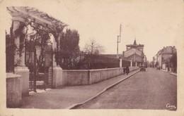 FEURS - Entrée Du Parc Et Rue Saint-Etienne - Feurs