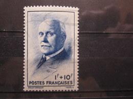VEND BEAU TIMBRE DE FRANCE N° 569 , XX !!! (a) - 1941-42 Pétain