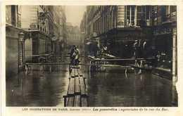 Les Inondations De Paris Janvier 1910 Les Passerelles Improvisées Dans La Rue Du Bac RV - Paris Flood, 1910