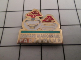 816b Pin's Pins / Beau Et Rare / THEME : PARFUMS / FLACON DE PARFUM MARIONNAUD PARFUMEUR - Parfums