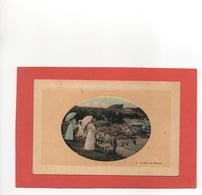ROTHENEUF  SAINT-MALO  N° 3  FORME MEDAILLON  LE HAVRE BELLE ANIMATION  OMBRELLES  An: Vers 1920  Etat: TB - Rotheneuf