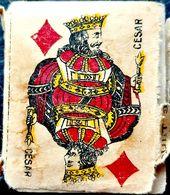 CARTE A JOUER MINUSCULE (3,8 X 4,6 Cm )JEU COMPLET 32 CARTES VERS 1950 BON ETAT ETUI MAUVAIS ETAT - Kartenspiele (traditionell)
