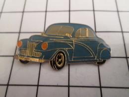 816b Pin's Pins / Beau Et Rare / THEME : AUTOMOBILES / GROSSE VOITURE BLEUE ANNEES 50 - Autres