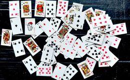 CARTE A JOUER HYPER MINUSCULE (2,3 X 1,5 Cm )JEU COMPLET 52 CARTES VERS 1980 BON ETAT SANS ETUI - Kartenspiele (traditionell)